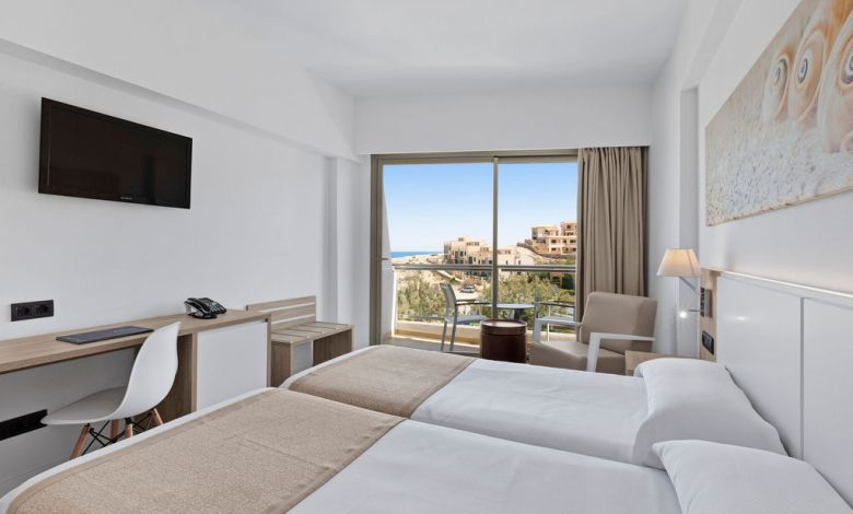 DOUBLE ROOMS WITH SIDE SEA VIEW